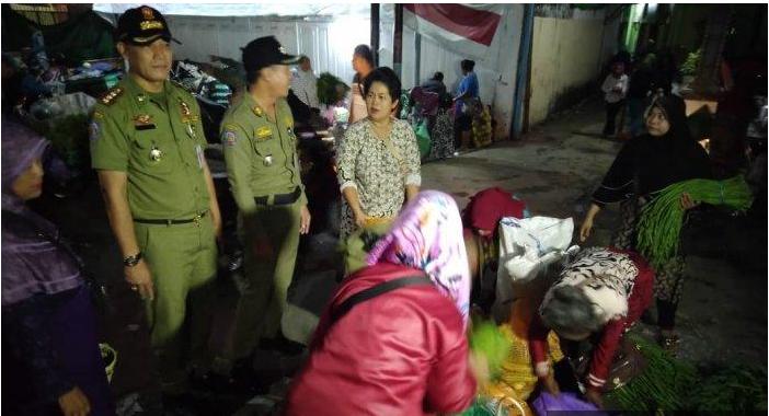 Atasi Kemacetan, Satpol PP Demak Tertibkan Pedagang Liar yang Berjualan di Luar Pasar Bintoro